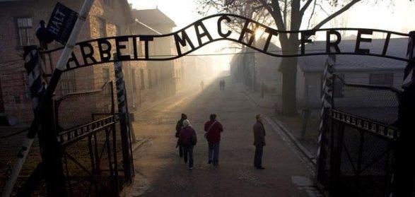 Auschwitz-gateway-631.jpg__800x600_q85_crop