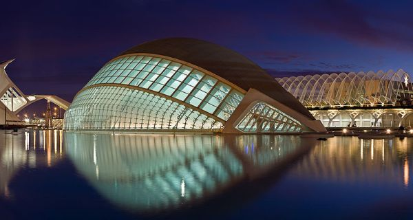 800px-hemispheric_twilight_-_valencia_spain_-_jan_2007